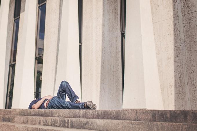 昼寝をすると体がだるい~寝起きなのに疲れる理由と解消法を紹介