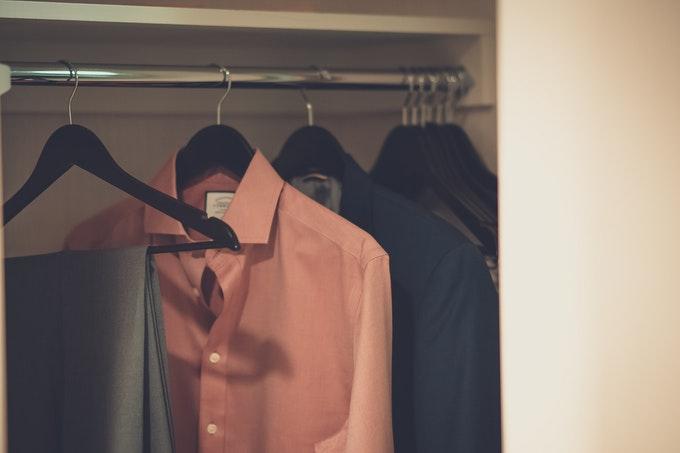 どこに仕舞おう?手間と出費を抑えた一人暮らし向け衣類収納グッズ
