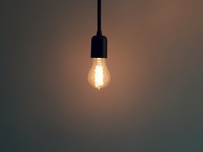寝るときの電気を工夫しよう~快眠のためには豆電球でも消すべき